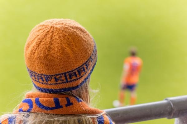 Bambini e anziani allo stadio in Norvegia, il calcio come una festa
