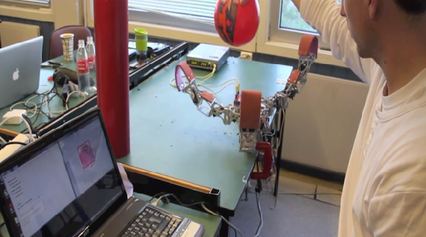 Modular robotic hand with vision object recognition capability